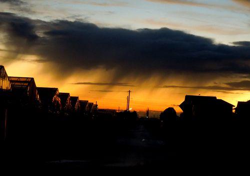 14655 季節はずれの夕立か? いや、ただの雨か。 あとで雨量観測を調べたら、そ... 夕立?
